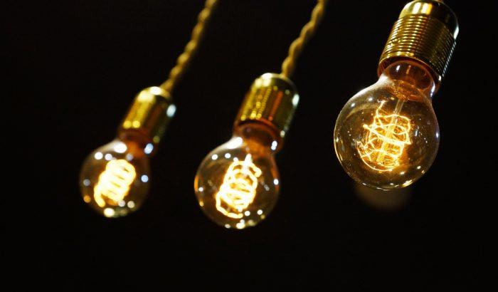 Обычная лампочка позволяет вести прослушивание с расстояния 25 ...